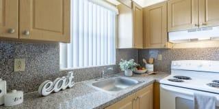 Sunhouse Apartments Photo Gallery 1