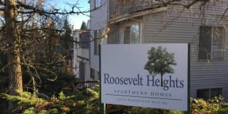 12054 Roosevelt Way NE Photo Gallery 1