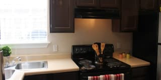 Reserve at Windmill Lakes Apartments Photo Gallery 1