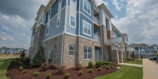 Hawthorne Waterside Apartment Homes Photo Gallery 1