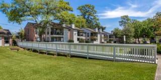 Brandon Oaks Apartments Photo Gallery 1