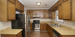 Tall Oaks Apartments and Villas Photo Gallery 1