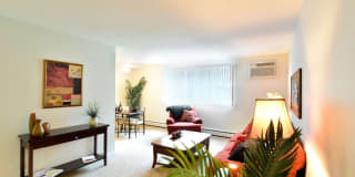 Chestnut Lake Apartments Photo Gallery 1