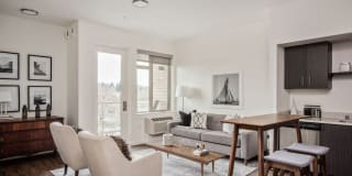 Green Leaf Uptown Apartments Photo Gallery 1