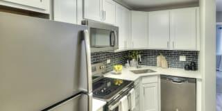 Eagle Creek Apartments Photo Gallery 1
