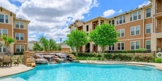 Parkway Grande Apartment Homes Photo Gallery 1