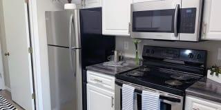Emory Lakes Luxury Apartments Photo Gallery 1