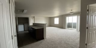 Crown Pointe Apartments Photo Gallery 1