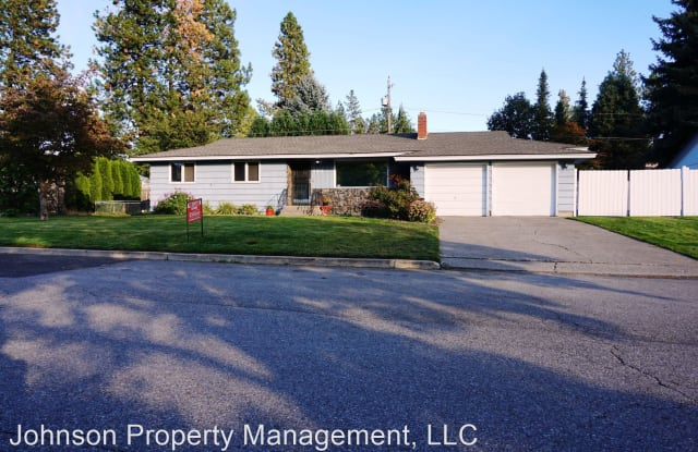 6912 N Foxpoint Drive - 6912 N Fox Point Dr, Town and Country, WA 99208