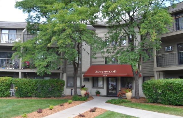 Southwood Apartments - 10120 Lyndale Cir, Bloomington, MN 55420