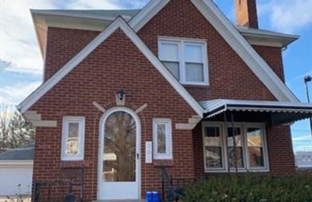 200 S PLEASANT Street - 200 South Pleasant Street, Royal Oak, MI 48067