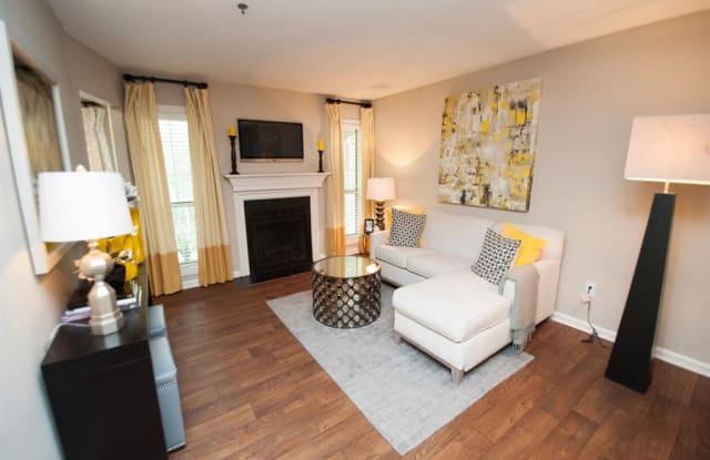SoCO Apartments at Vinings - 4098 S Cobb Dr, Smyrna, GA 30080
