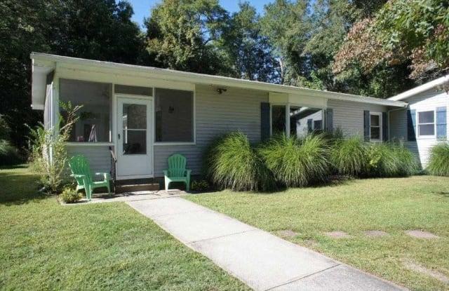 170 Dogwood Lane - 170 Dogwood Lane, East Marion, NY 11939