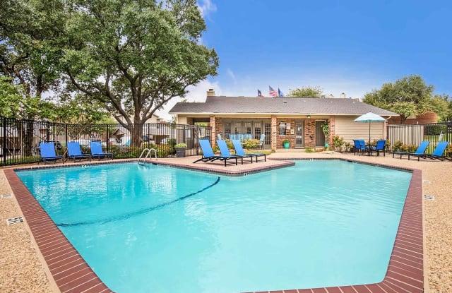 Rosemeade Townhomes - 3830 Old Denton Rd, Carrollton, TX 75007