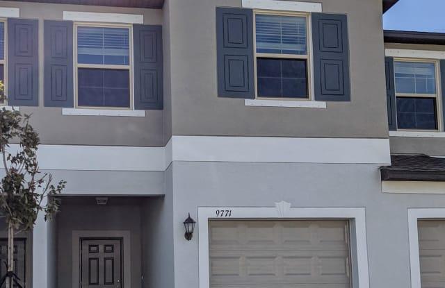 9771 Pembrooke Pines Dr - 9771 Pembrooke Pines Drive, Sun City Center, FL 33573