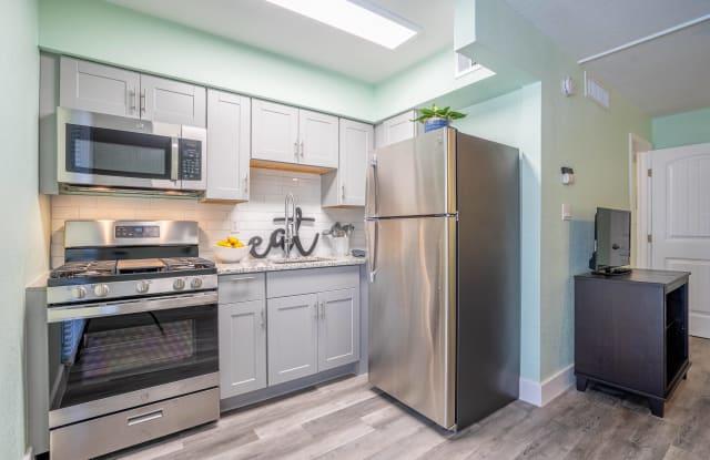 Gateway Scottsdale Apartments - 5245 East Thomas Road, Phoenix, AZ 85018