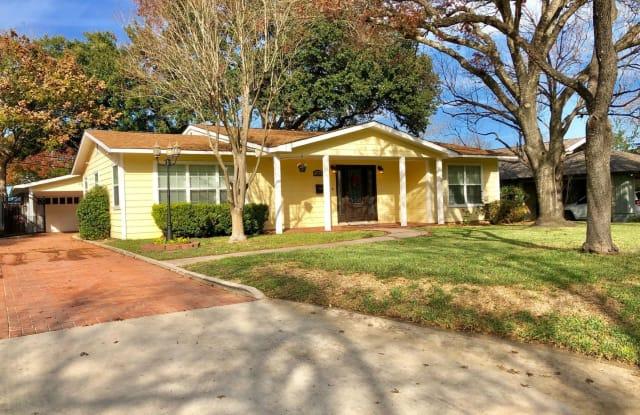 231 E Elmview Place - 231 East Elmview Place, Alamo Heights, TX 78209