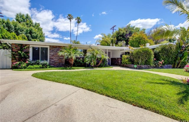 5000 Abbeyville Avenue - 5000 Abbeyville Avenue, Los Angeles, CA 91364