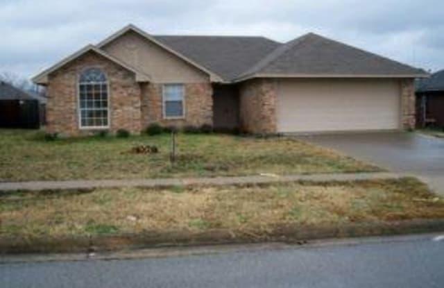 1005 Enlow Circle - 1005 Enlow Circle, Commerce, TX 75428