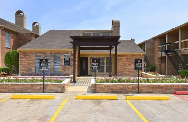 Brookmore Hollow - 810 Brooks Ave, Rosenberg, TX 77471