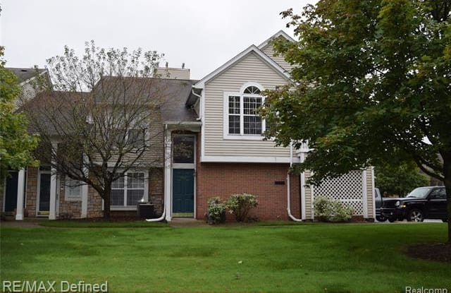 5452 PINE AIRES Drive - 5452 Pine Aires Drive, Sterling Heights, MI 48314