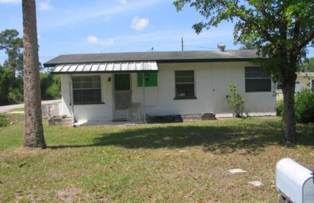 402 Miramar Rd - 402 Miramar Road, Tice, FL 33905