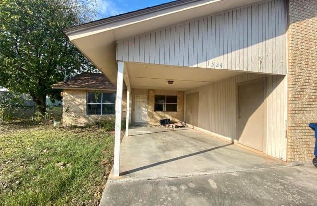 1324 S Mesquite - 1324 South Mesquite Avenue, New Braunfels, TX 78130