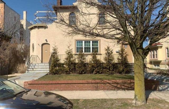121 E Walnut Street - 121 East Walnut Street, Long Beach, NY 11561
