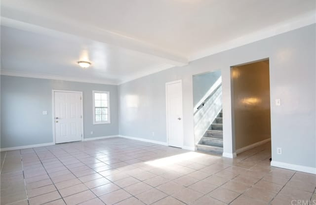111 W 40th Place 109 - 111 West 40th Place, Los Angeles, CA 90037