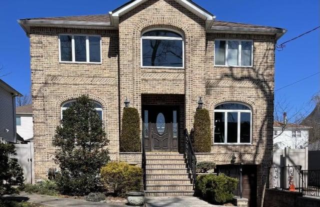 445 Darlington Avenue - 445 Darlington Avenue, Staten Island, NY 10309