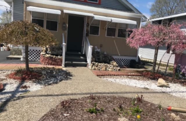 40 Edgewater Ave - 40 Edgewater Avenue, Worcester County, MA 01545