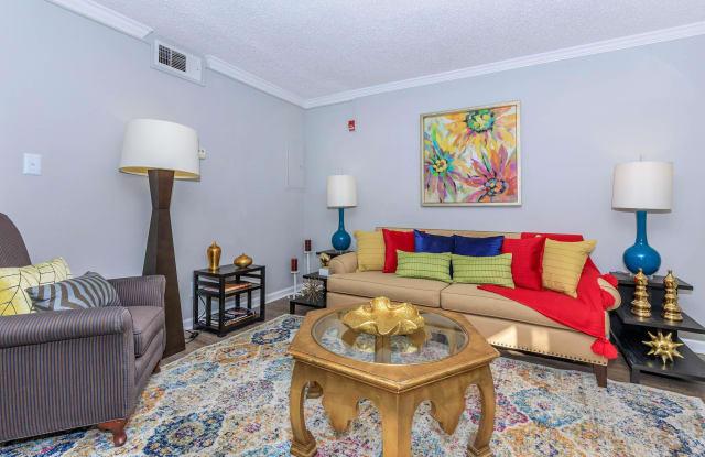 Kingston Pointe Apartments - 6315 Kingston Pike, Knoxville, TN 37919