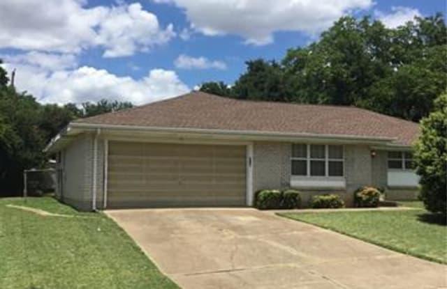 216 Hallbrook Drive - 216 Hallbrook Drive, Fort Worth, TX 76134