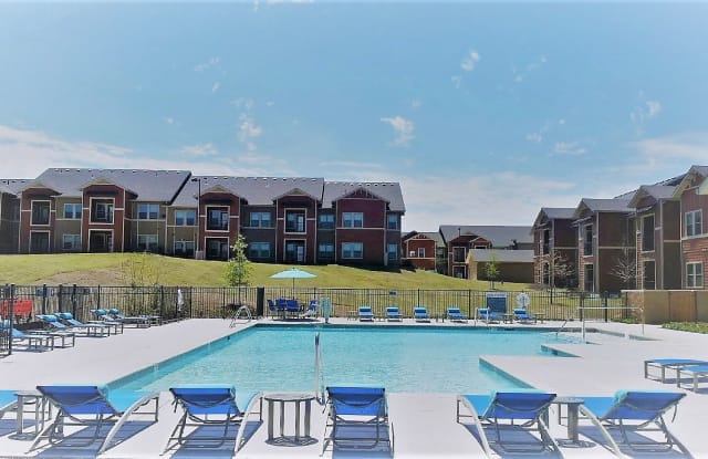 Boulevard at Lakeside - 11300 SE 15th St, Midwest City, OK 73130