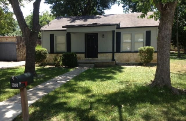 935 Allen Avenue - 935 Allen Avenue, New Braunfels, TX 78130