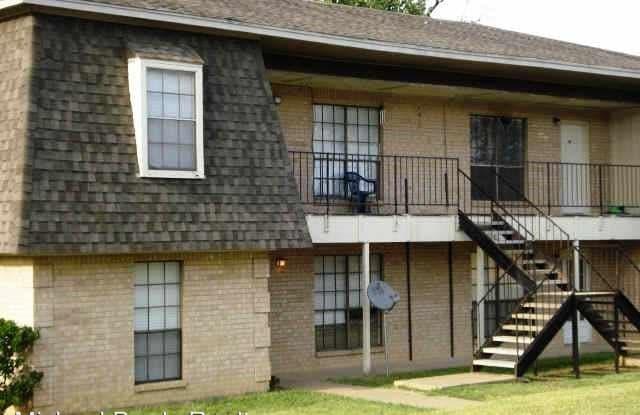 228 Vista Way - 228 Vista Way, Benbrook, TX 76126