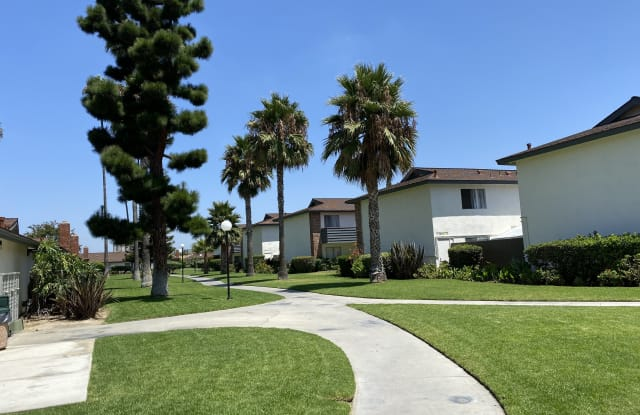 Orangewood Garden Apartments - 235 W. Orangewood Ave, Anaheim, CA 92802