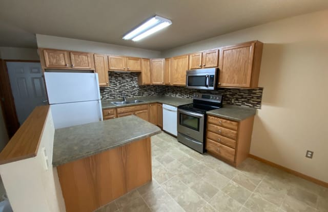 125 16th St S - 125 16th Street South, Fargo, ND 58103