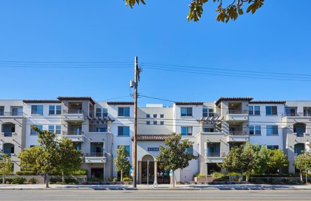 Magnolia - 14925 Magnolia Blvd, Los Angeles, CA 91403