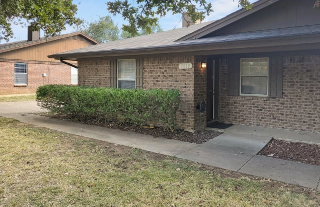 7018 Lincoln - 7018 Lincoln Dr, North Richland Hills, TX 76182