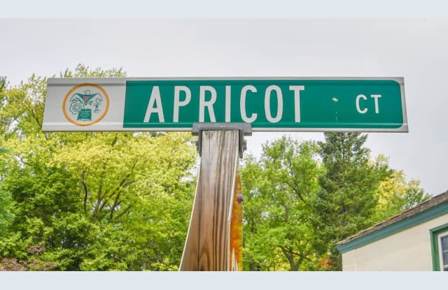 5594 Apricot Court - 5594 Apricot Court, Greendale, WI 53129