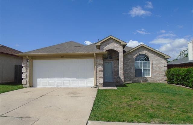 217 Faircrest Drive - 217 Faircrest Drive, Arlington, TX 76018