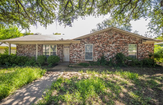 1247 Willow Wood - 1247 Willow Wood Street, Cleburne, TX 76033