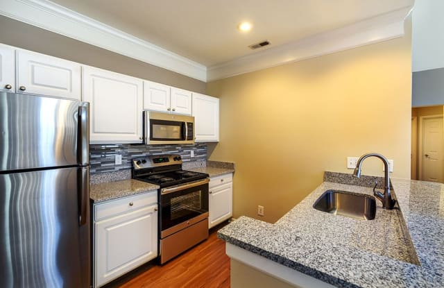 Christopher Wren Apartments & Townhomes - 501 Christopher Wren Dr, Bradford Woods, PA 15090