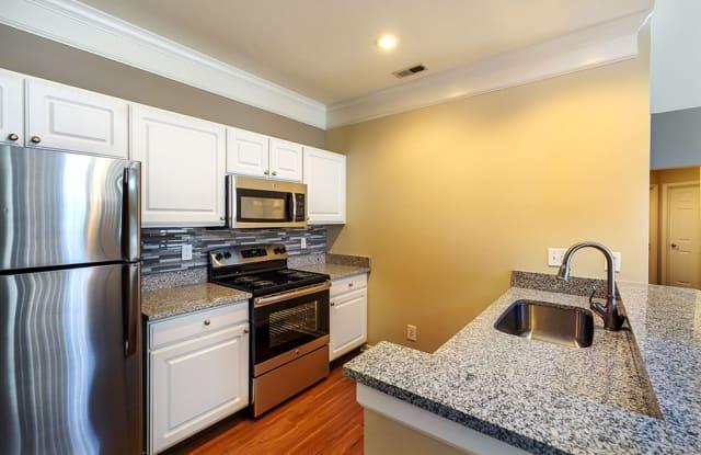Christopher Wren Apartments & Townhomes - 501 Christopher Wren Dr, Bradford Woods, PA 15090