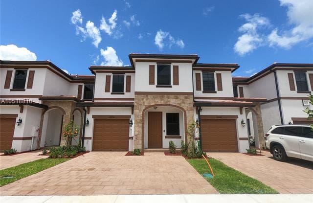 10394 W 34 ct - 10394 W 34th Ct, Hialeah Gardens, FL 33018