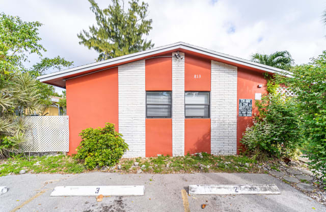 813 SW 29 ST - 2 - 813 SW 29th St, Fort Lauderdale, FL 33315