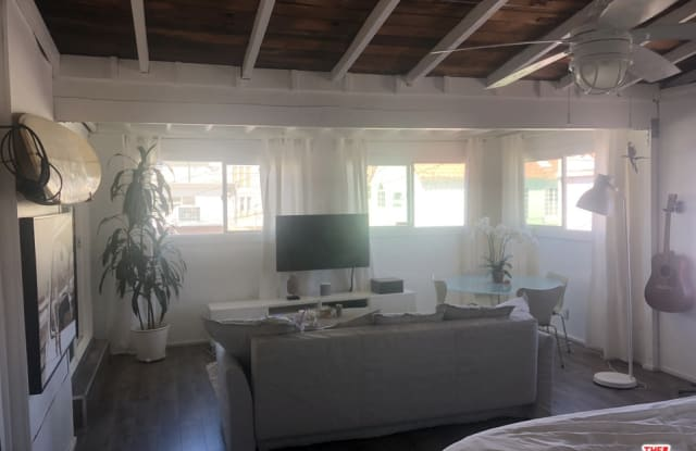 31 24TH AVE - 31 24th Place, Los Angeles, CA 90291