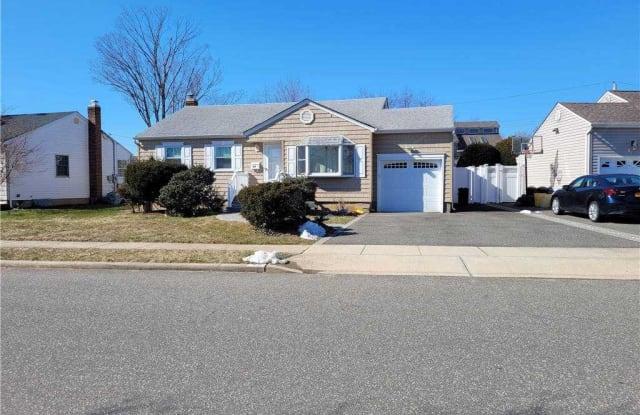 40 Knickerbocker Road - 40 Knickerbocker Road East, Plainview, NY 11803