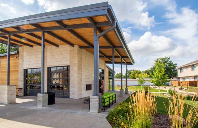 Park at Nine23 Apartments - 923 Maplewood Dr, Cedar Falls, IA 50613